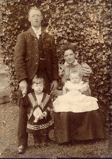 joe wallis & harriet & 2 children col